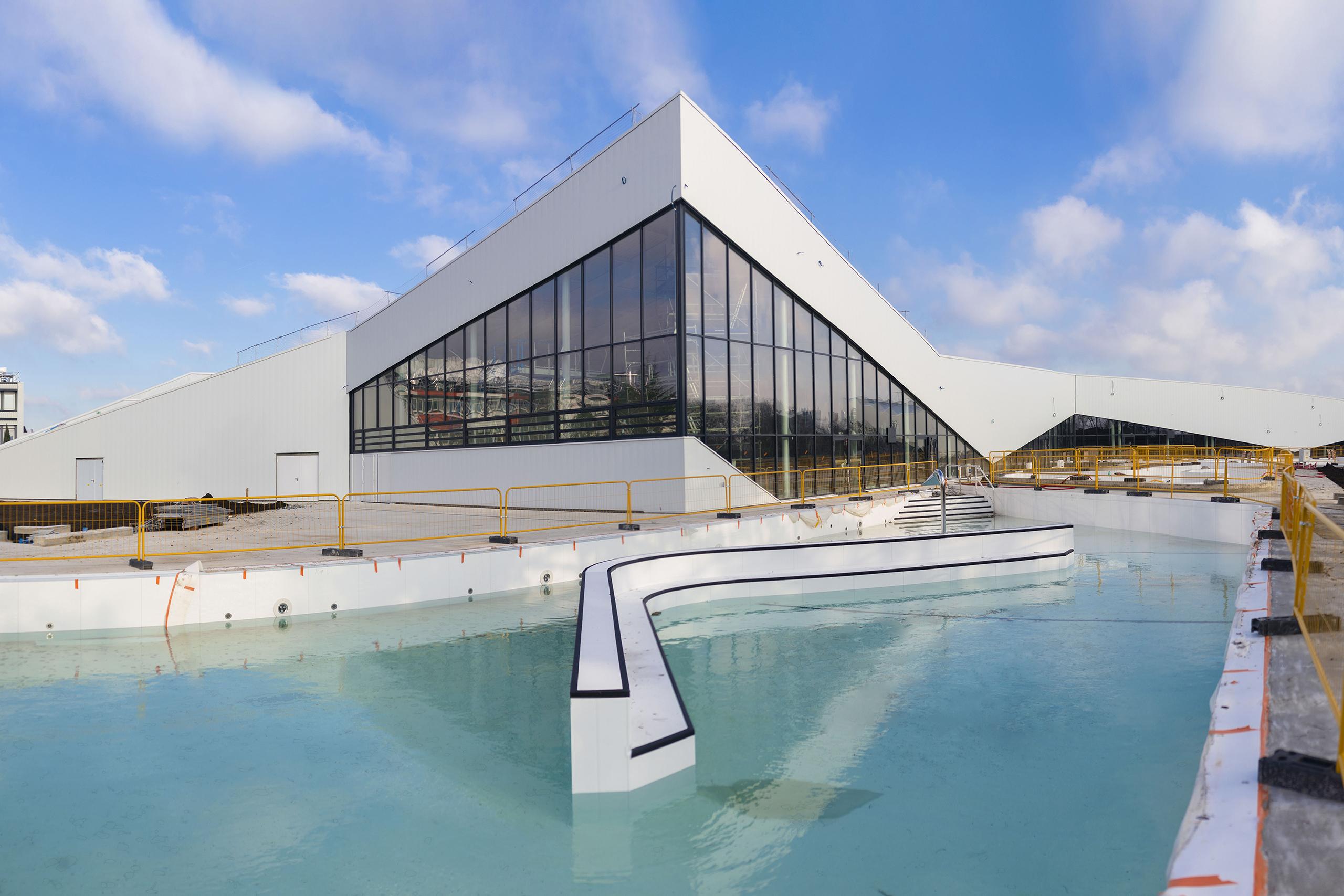Piscine extérieure centre aqualudique